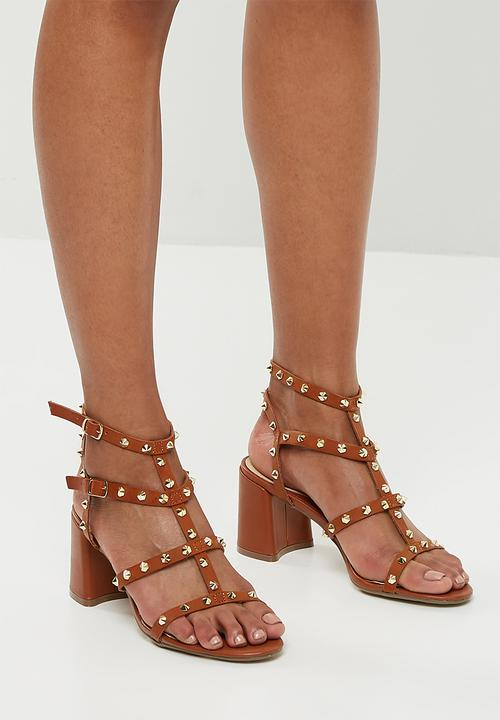 d088c73e67be Studded flared heel gladiator sandal - tan Missguided Heels ...