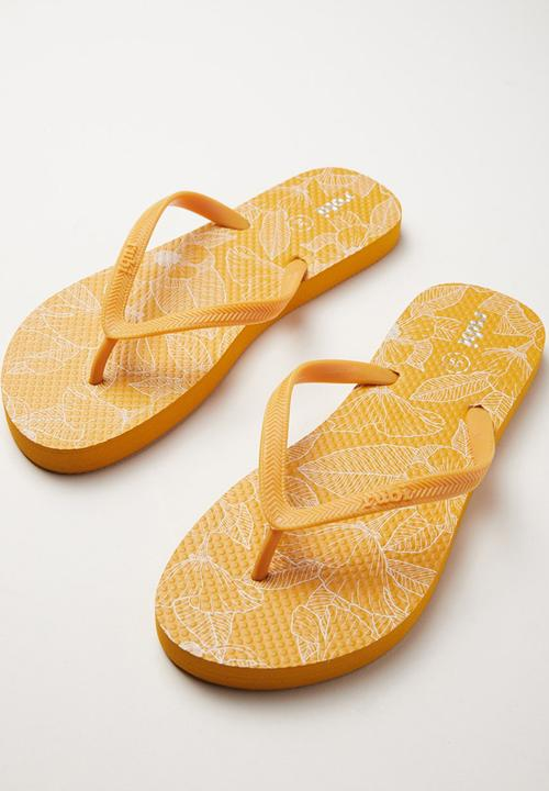82c1c1ce7 Rubi Thong - Linear Poppy Floral Mustard Cotton On Sandals   Flip ...