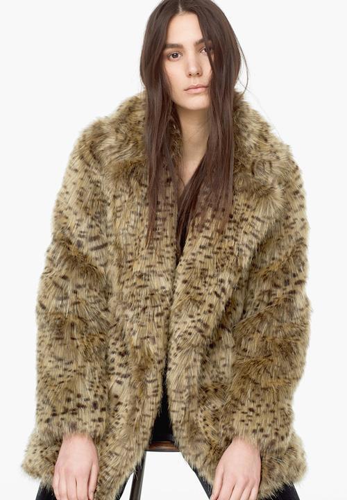 78a00d164676 Faux Fur Leopard Print Coat Animal Print MANGO Coats   Superbalist.com