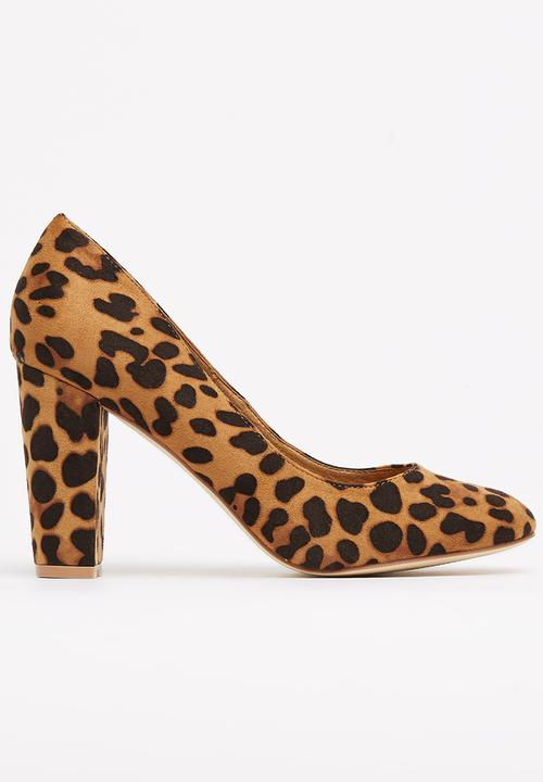 8621eb9cecf Round Toe Chunky Heel Court Shoes Animal Print Madison® Heels ...
