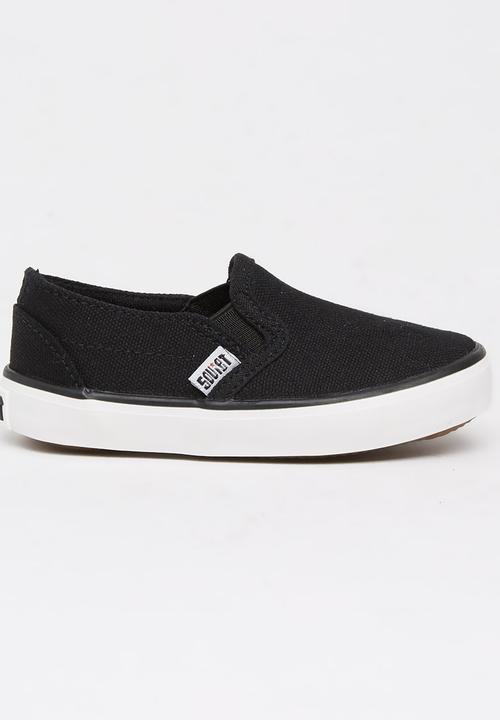Slip On Sneaker Black SOVIET Shoes
