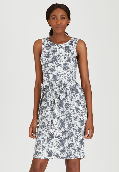 67d4aa9ca92918 Campbell Printed Pleated Tea Dress Black and White adam eve  Casual ...