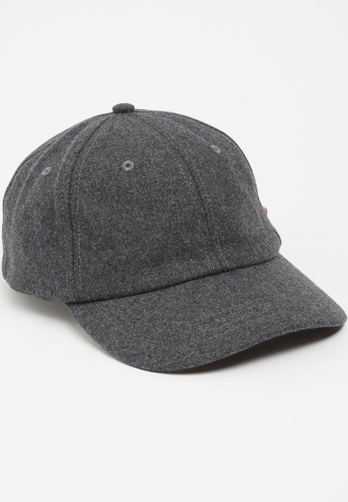 Griffin Felt Cap Grey Pringle of Scotland Headwear  8a7b521332f
