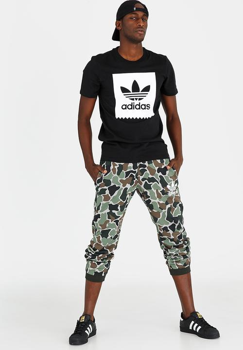 2e88b88568299 Camo Sweat Pant Multicolour adidas Originals Sweatpants   Shorts ...