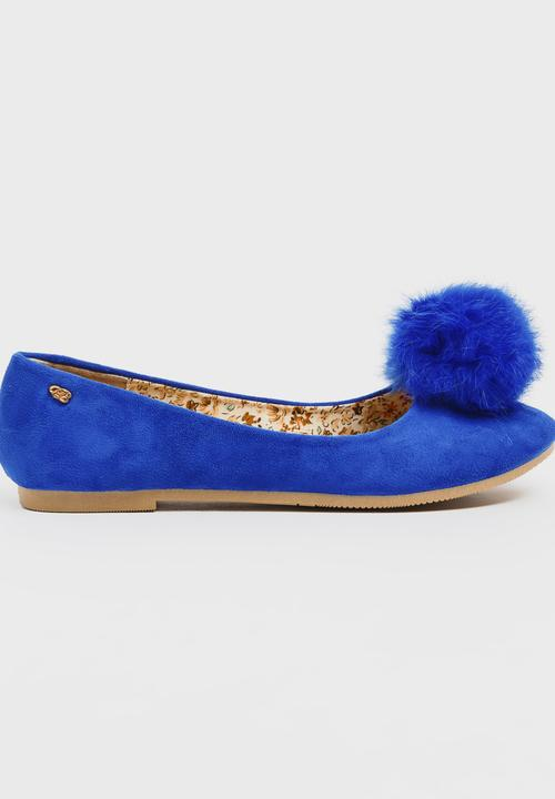 76695e750c41 Rufous Fluffy Pom-pom Pumps Blue Miss Black Pumps   Flats ...