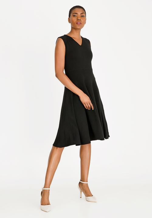 ff758e3475b Sleeveless fit and flare dress - black edit Formal