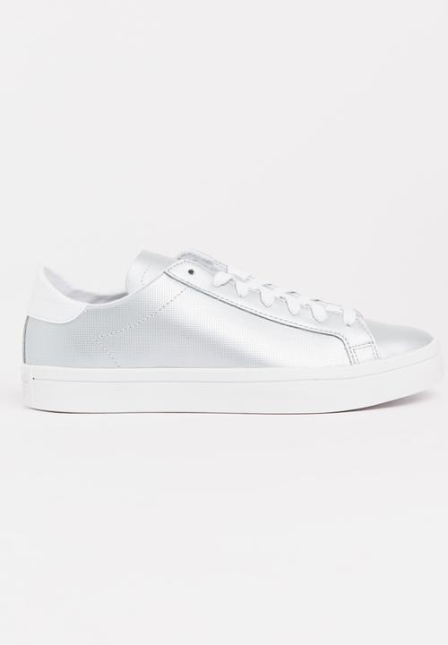 timeless design 61a55 ad3ac adidas Originals - Court Vantage - Silver