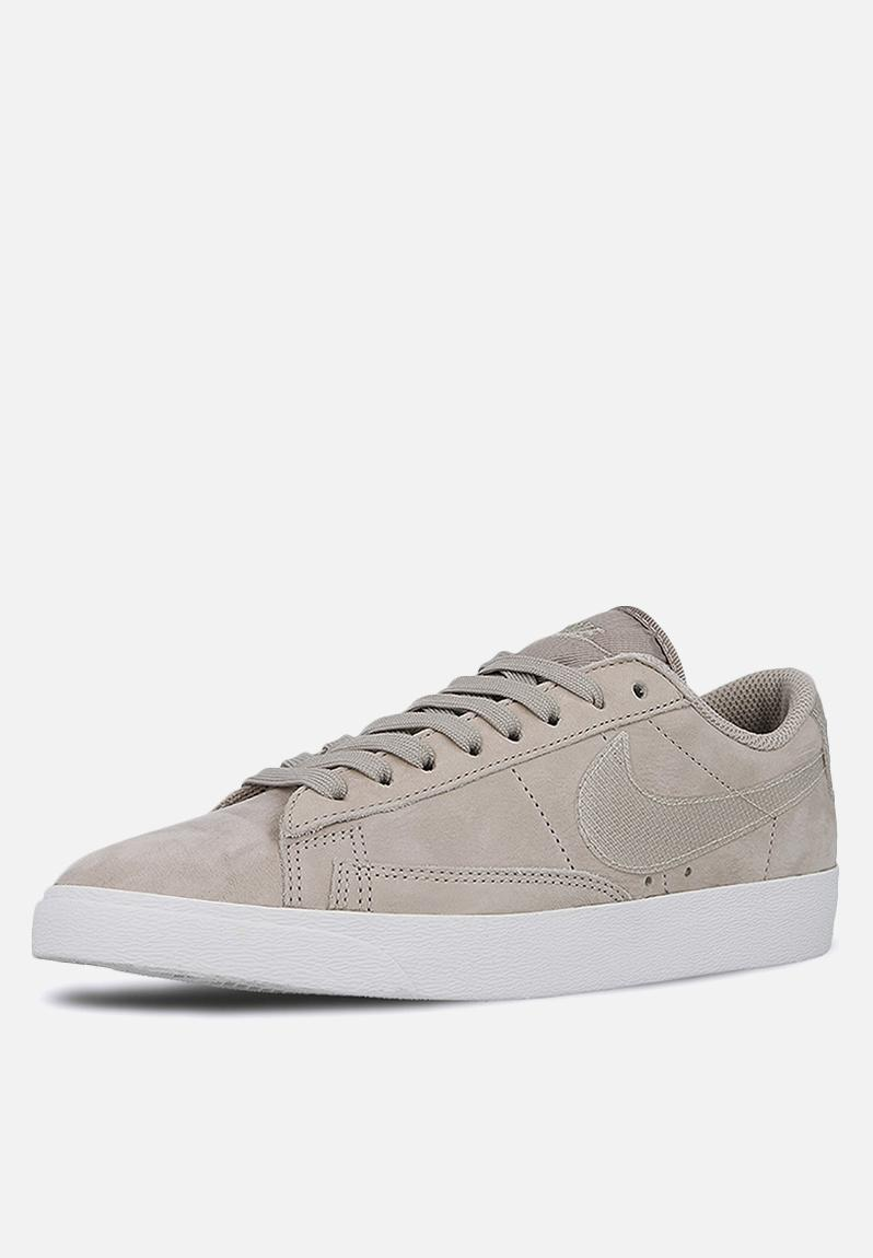 Women's Nike Blazer Low LX Shoe - Moon Particle / White Nike Sneakers |  Superbalist.com