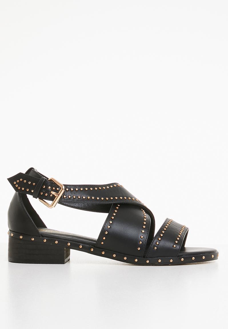 b717c738eede Studded crossover low heel sandals - black Truffle Sandals   Flip Flops