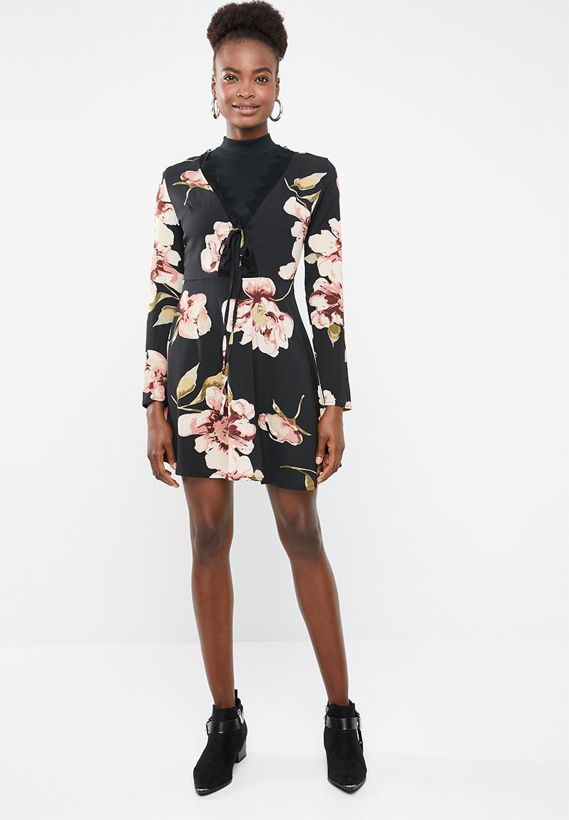 Long sleeve lace detail skater dress - black peach   green Missguided  Casual  9ff934a85