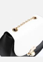 New Look - Riley Round Chain Cross Body Bag
