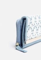 New Look - Denim Crochet Metal Bar Small Purse
