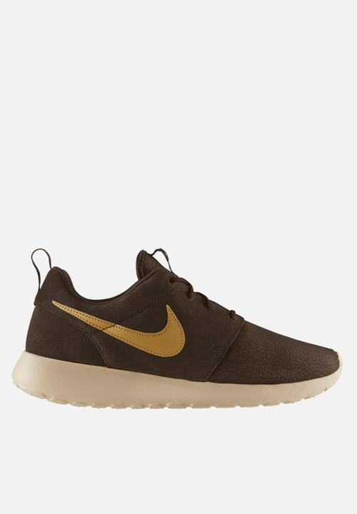 Nike Roshe Run Suede – Velvet Brown   Metallic Gold Nike Sneakers ... 378b90bf76
